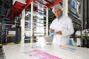 Investor Gerd Fricke last year took over PEKU Folien, a Bavarian printing and packaging-material business, from its octogenarian owner.PHOTO: PEKU FOLIEN 投资人Gerd Fricke去年从耄耋之年的前所有者手中接手了一家名为PEKU Folien的巴伐利亚印刷和包装材料生产企业。照片来自:PEKU Folien
